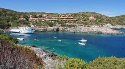 Proposte italia arcipelago toscano for Cabine di giglio selvatico